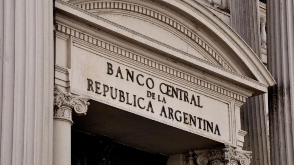 Menor asistencia al Tesoro y un tipo de cambio real competitivo